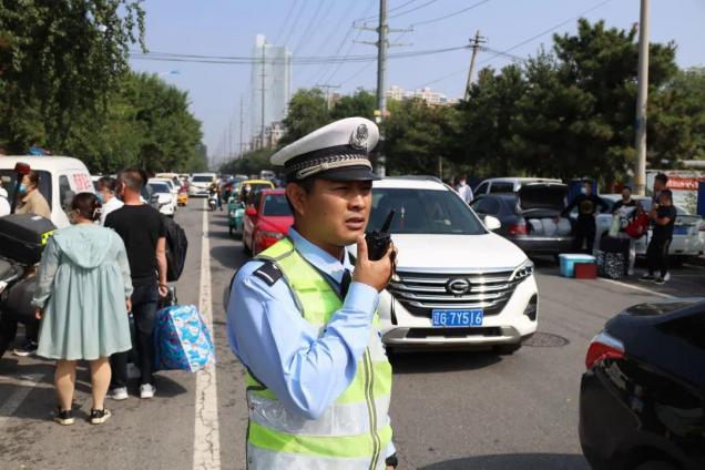 警、校联动,为学生返校报到保驾护航