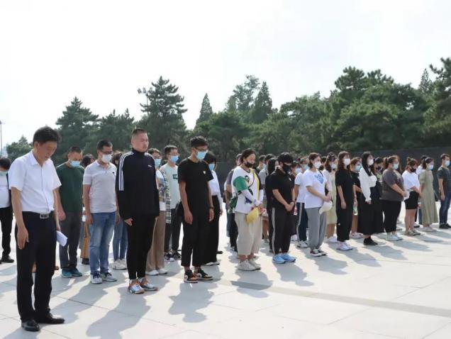 学校组织新教师参观辽沈战役纪念馆并举行入职宣誓仪式