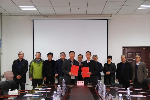 我校与辽宁工业大学举行战略合作协议签约仪式